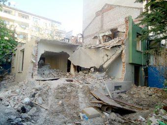 снимка събаряне на сграда